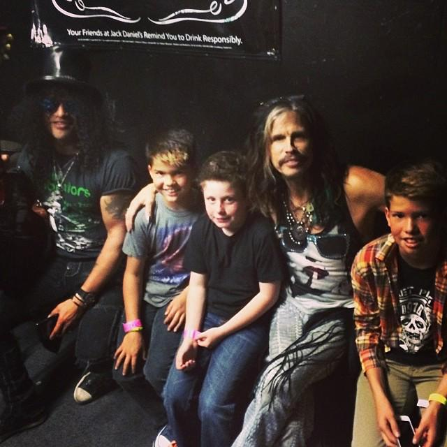 [TUESDAY PICTURE] @Slash and your sons, Cash London & Steven Tyler on Stage! a few years ago. http://t.co/bwyunMxTLJ