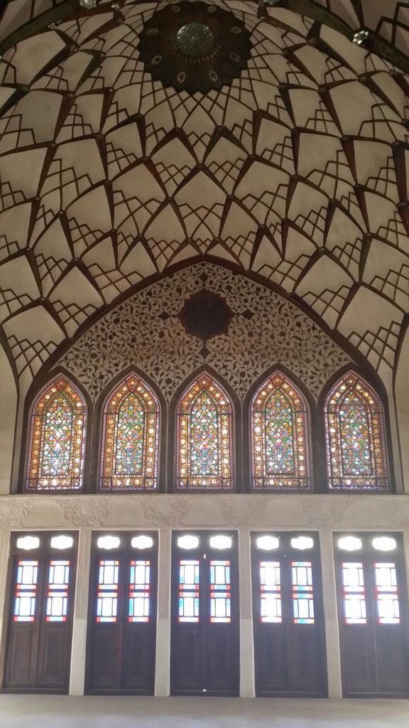 Palazzo di Khan-e Tabatabei. Casa tradizionale appartenuta ad un ricco mercante d tappeti @IsottaIsottaDai #disPersia http://t.co/6nX2R88gHS