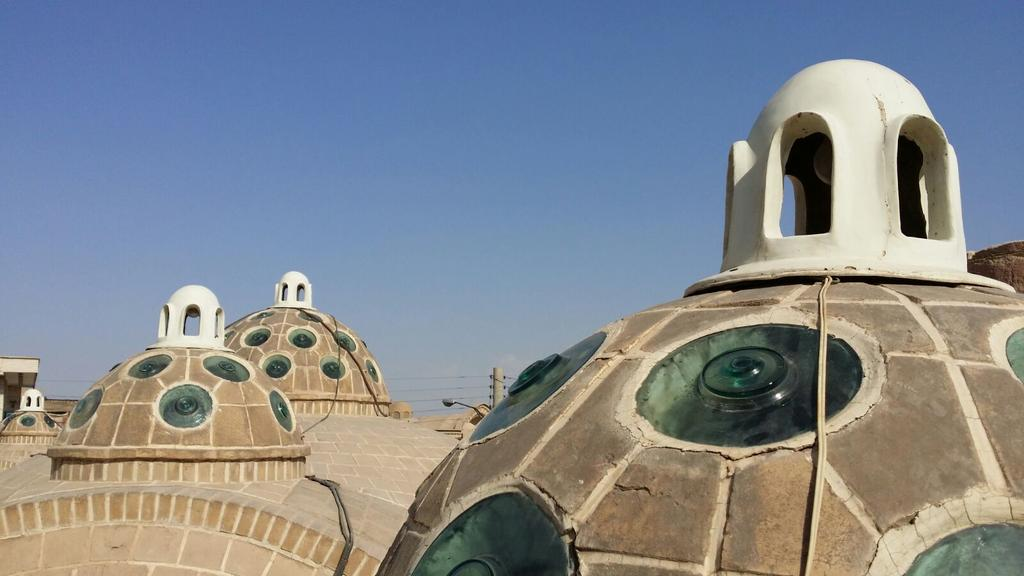 I lucernai sul tetto del l'hammam del sultano Mir Ahmad. Kashan. @IsottaIsottaDai #disPersia #MustSeeIran http://t.co/XgAHm8LeuN