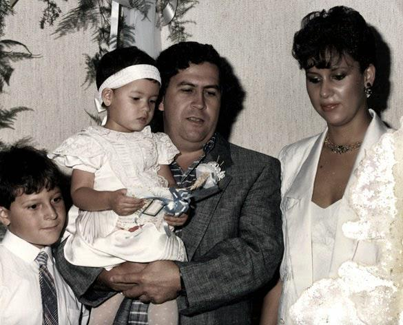 Pablo Escober with wife Maria Victoria Henao and kids