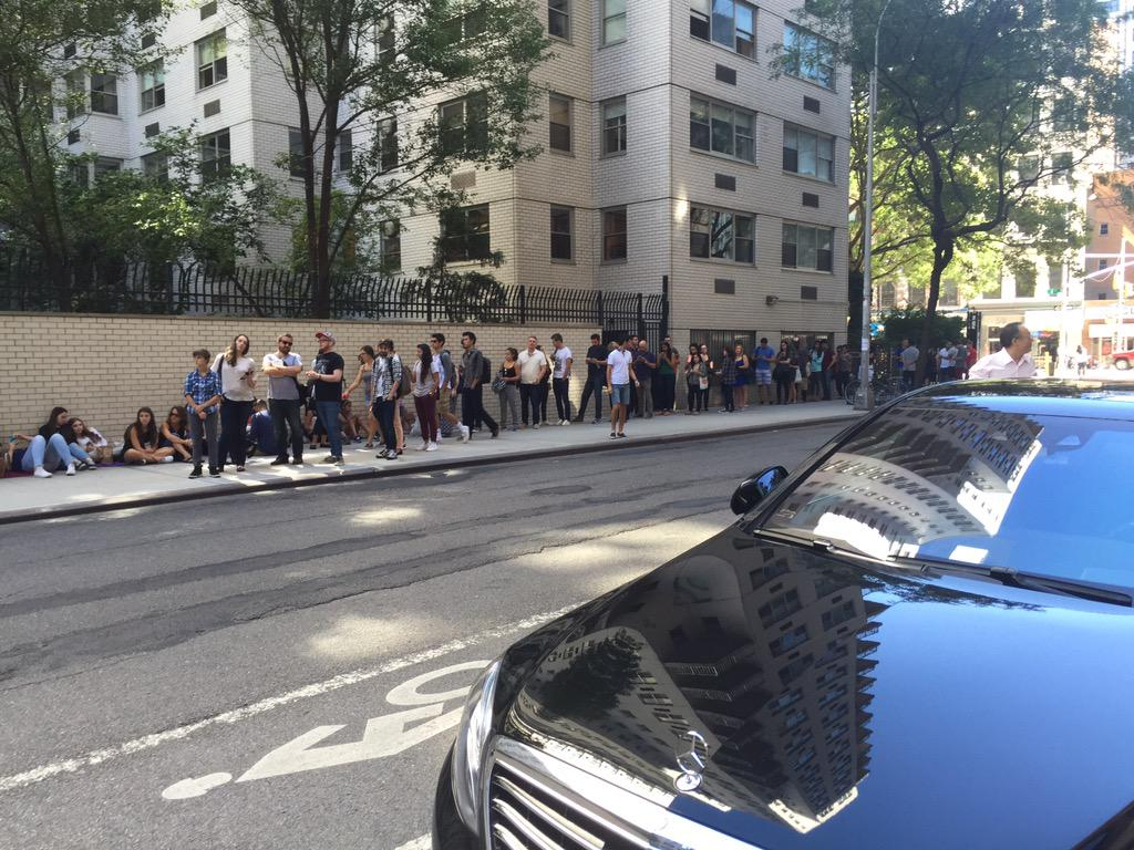 "Another line outside @AOL_Inc  @AOLBUILD 2 see @MazeRunnerMovie @MazeRunnerWW - some co's get ""users"", we have humans http://t.co/S1LyaM85lG"
