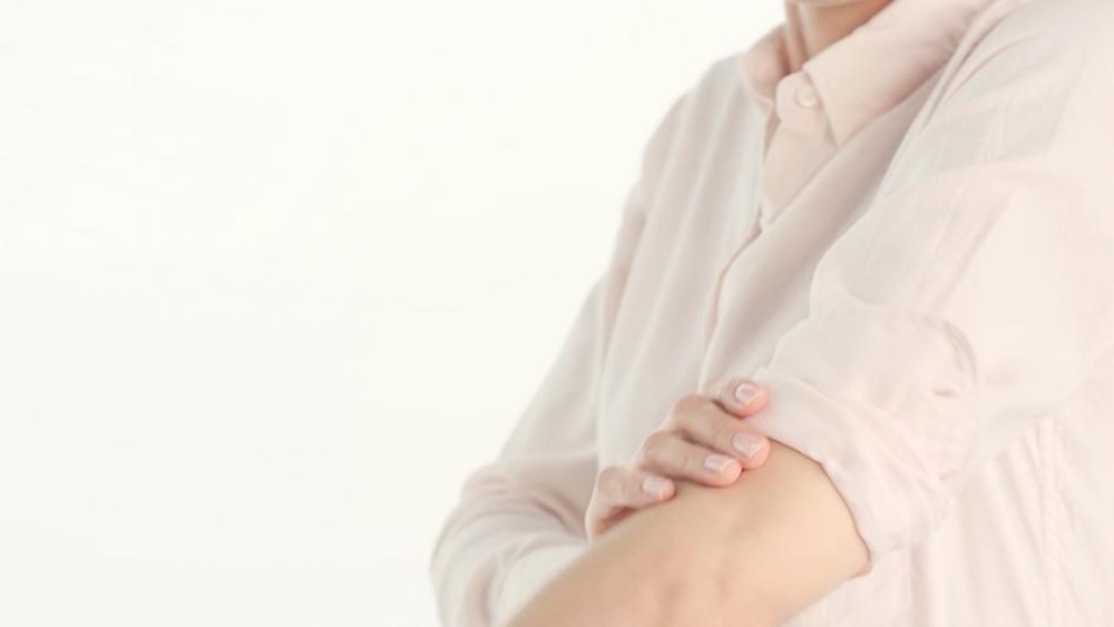 Watch this video to learn the right way to cuff a men's shirt: http://t.co/alHEtNQUEz http://t.co/mvWaTwnaRm