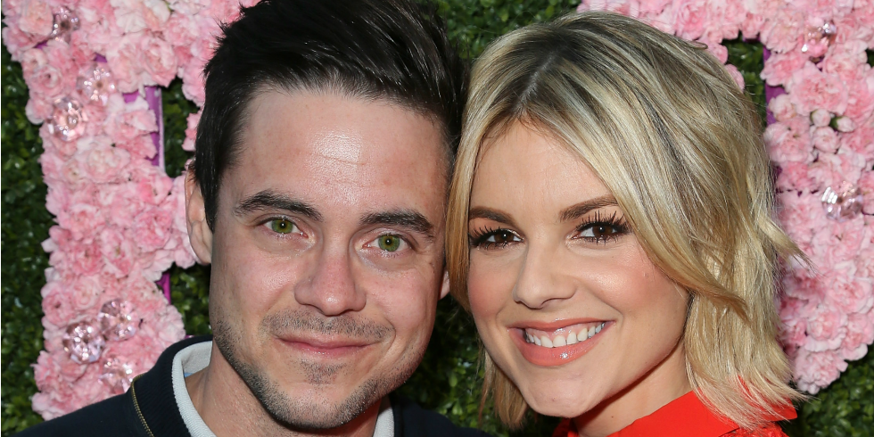 Former Bachelorette Ali Fedotowsky is engaged and her ring is GORGEOUS! Via @usweekly:  http://t.co/gm0JolISzB http://t.co/ALbTssu8Vm