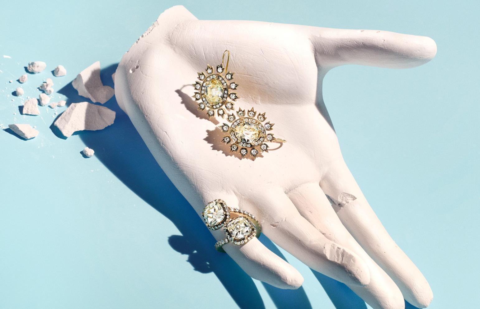 W's jewelry and accessories director shares her favorite pieces of the season: http://t.co/MQHeRYnsGz http://t.co/wgezQ4vvjc