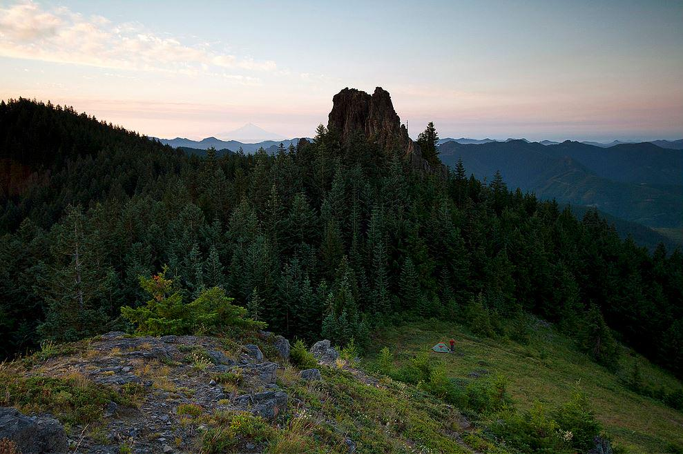 Mike Scofield photo, Sunrise at Rooster Rock in Table Rock Wilderness, Oregon