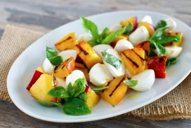 These are all the glorious ways you can use fresh peaches this month: http://t.co/NiCnX9rL1c http://t.co/brt6X52RGP