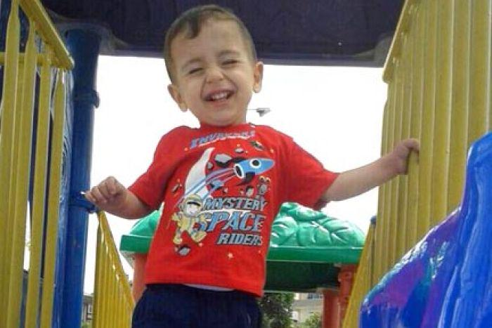 This is Aylan Kurdi, the Syrian toddler in the news.  My heart breaks again.  We are all one. We need to help. http://t.co/uRBGp9IUvN