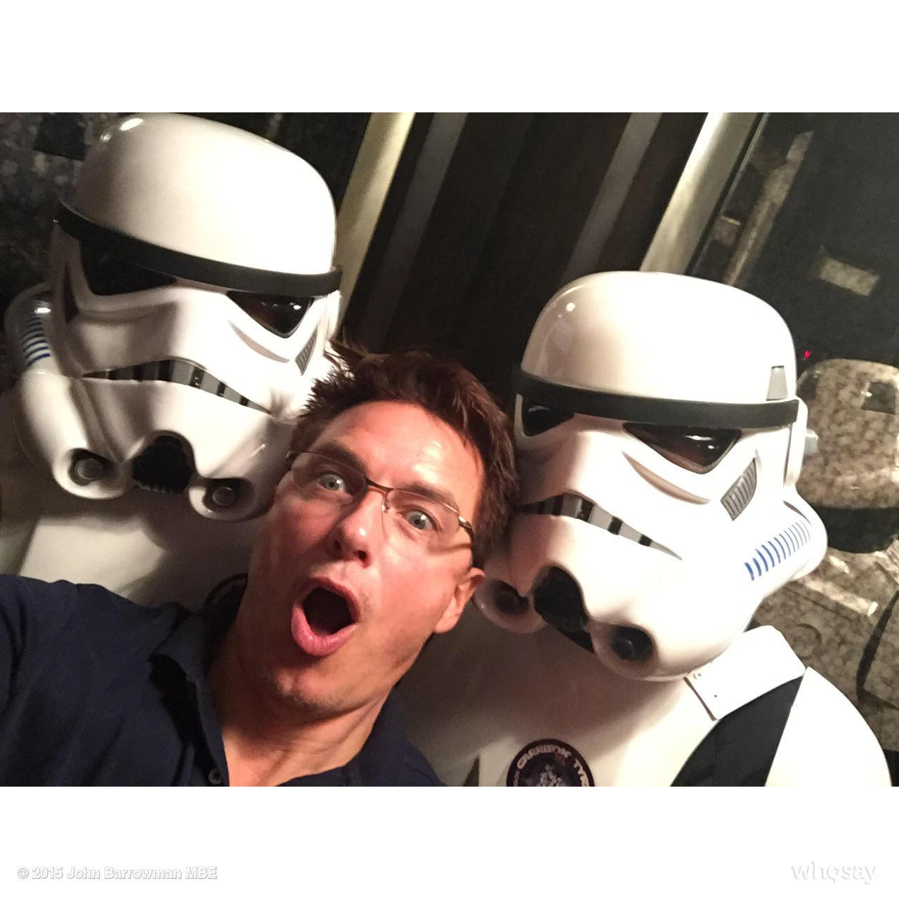 Can't sleep. But oh how I love an @DragonCon hotel elevator. OH #TheForce #DragonCon #DragonCon2015  Jb http://t.co/mPGaf9DyIi