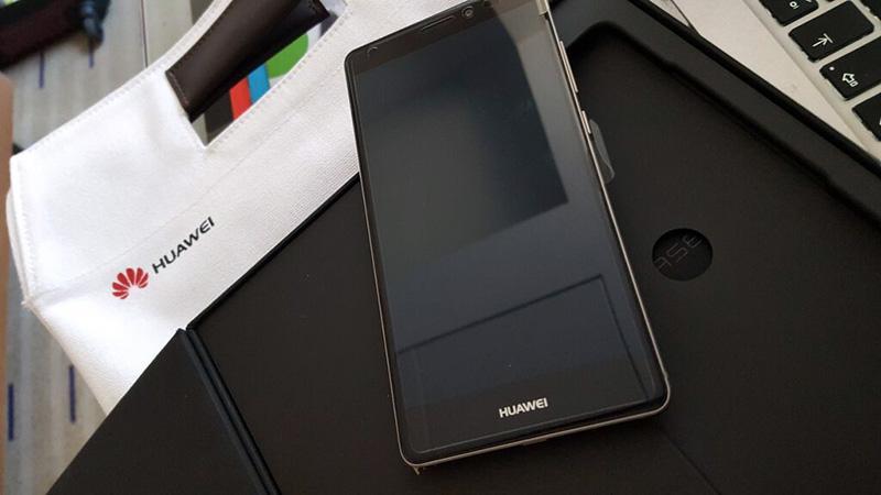 Mirad lo q tenemos por aquí, se trata del nuevo Huawei Mate S. Si este tuit llega a 2000 RT, lo sortearemos en breve http://t.co/23XtXYz9QM