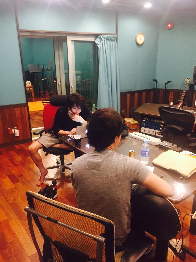 10月のフルアルバム発売に向けて絶賛作業中。え、10月!? http://t.co/kLwl36J1pI