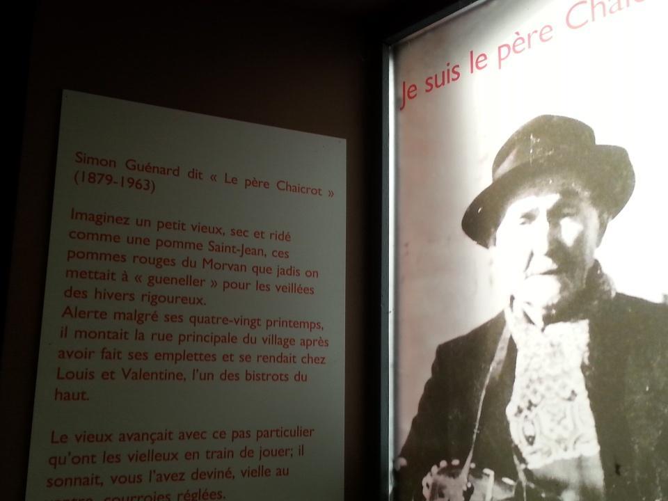 """Anost-eko Simon Guénard, """"Le père Chaicrot"""". Ikonoa Borgoñako Ahozko Ondarearen Etxean. #rencontresPCIanost http://t.co/eAxiM6BUF8"""