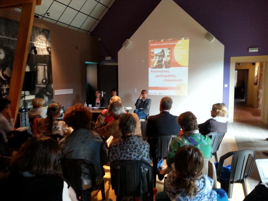 Séverine Cachat (http://t.co/Z70Eii8Wed) et Jean-Louis Tornatore ouvrent les #rencontresPCIanost @eke_eus http://t.co/8mn76XMbEO