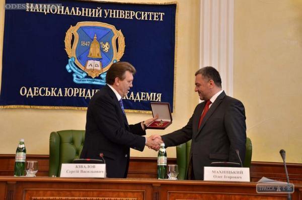 Экс-депутат от Свободы Сиротюк вместе с вещами приехал к зданию Печерского суда - Цензор.НЕТ 9697