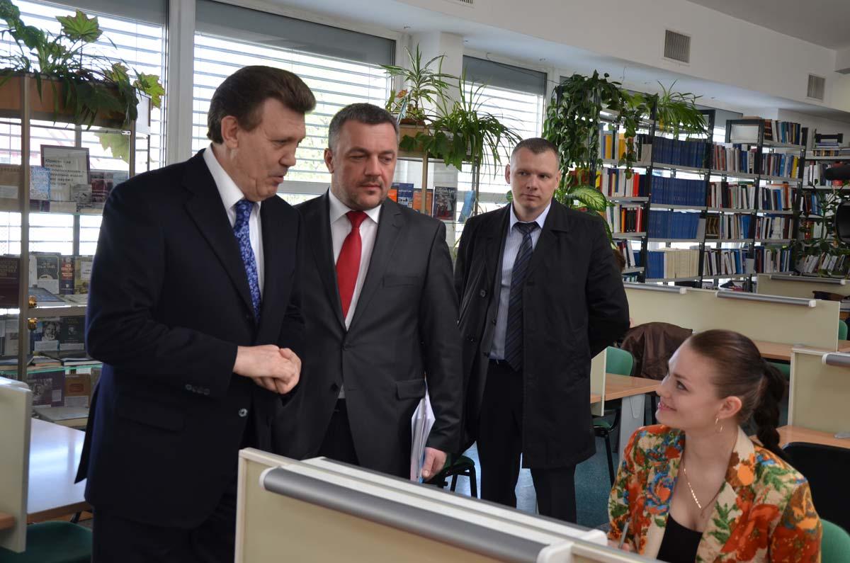 Экс-депутат от Свободы Сиротюк вместе с вещами приехал к зданию Печерского суда - Цензор.НЕТ 4335