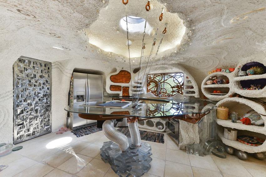 Le foto della casa dei Flintstones, quella vera che si può comprare