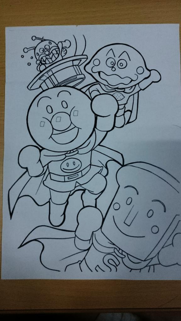 先輩からアンパンマンの色塗りもらったから早速使ってみた pic.twitter.com/E6kyMiGoe8