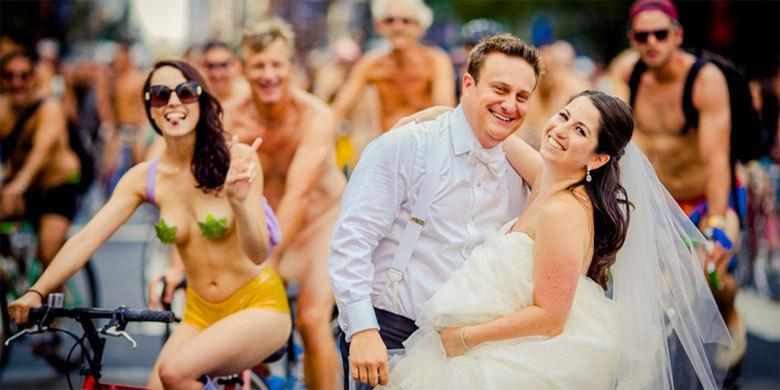 Couple Take Wedding Photos In The Middle Of Philly Naked Bike Ride With 3,000 Nude Cyclists http://t.co/jfGiJBrkGl http://t.co/F7OV2Di7jx