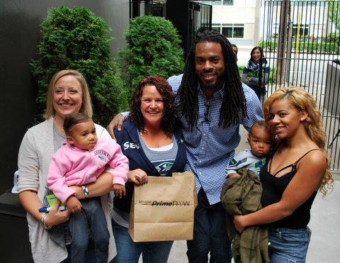 How fast is #primenow? As fast as @RSherman_25 can deliver (at least for one lucky Seattle customer). http://t.co/2rVkGVM9JQ