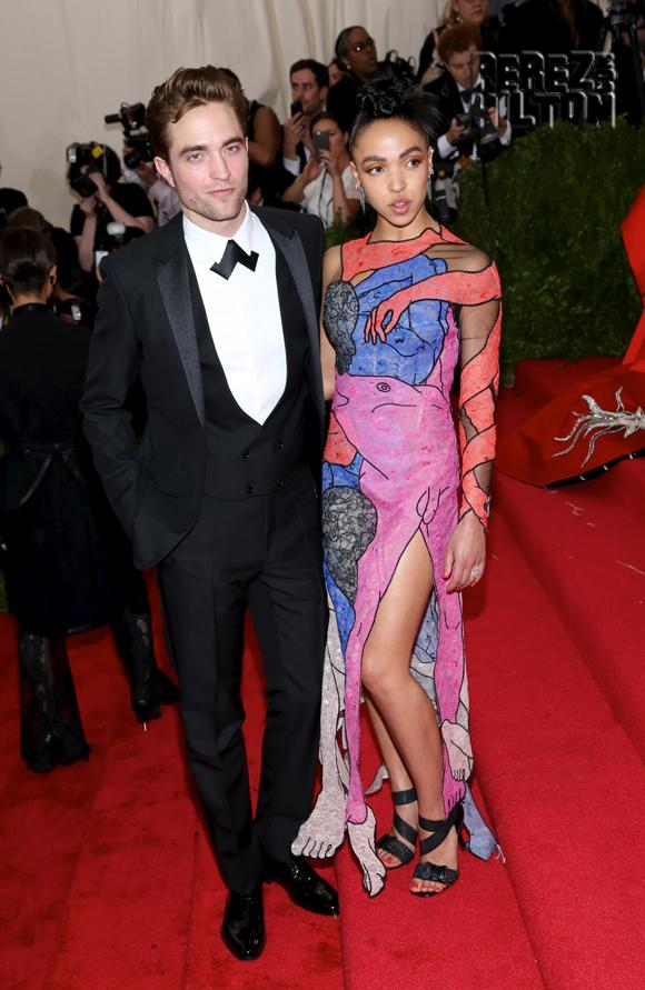Are #FKAtwigs and #RobertPattinson on the rocks??? http://t.co/oStf2qbM56 http://t.co/26ooe32nOi