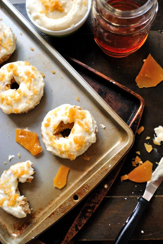 #glutenfree Browned Butter Apple Spice Doughnuts with Vanilla Frosting & Beer Toffee Crumbles: http://t.co/vyQV251cON http://t.co/q1317JWIwE