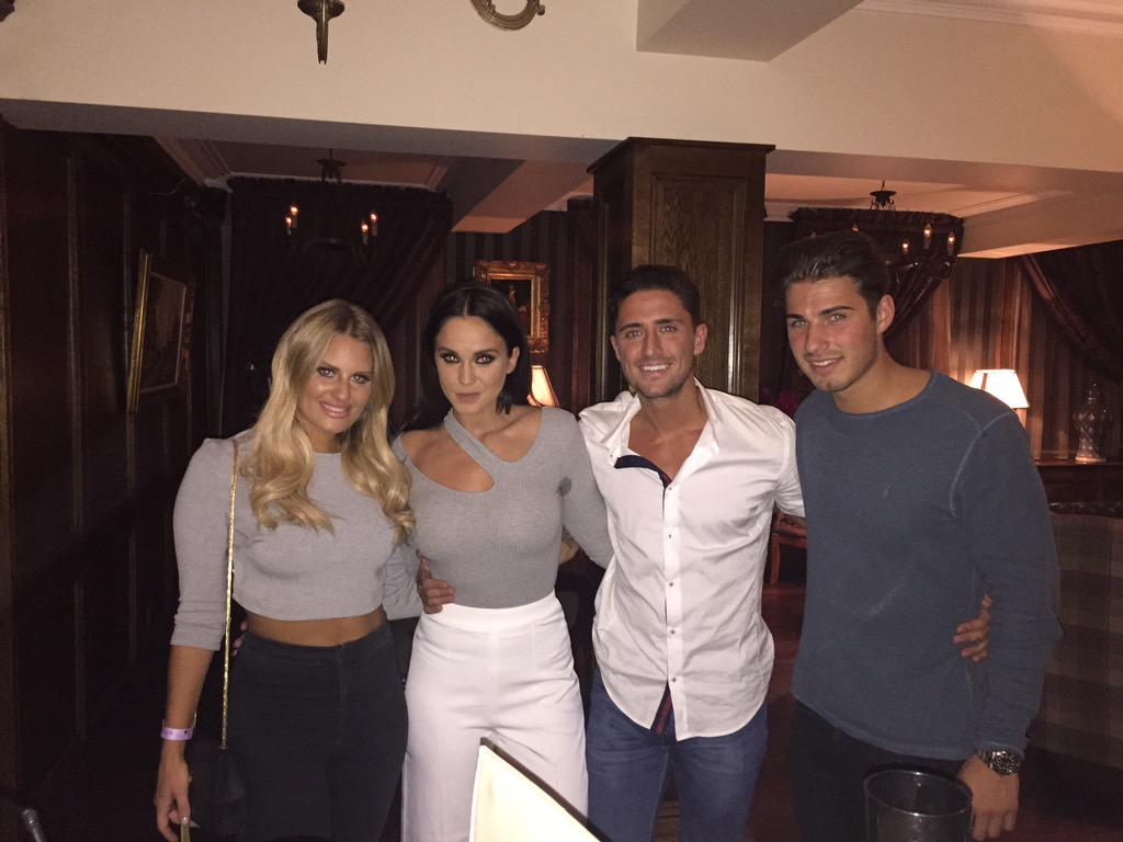 Tonight we welcome @Daniarmstrong88 @VickyGShore @stephen_bear & @ritchie_joshua to @sugarhut .... #TOWIE #MTVEX http://t.co/lG50GHlGiy
