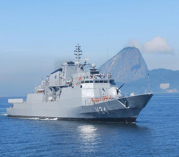 Navio da Marinha do Brasil resgata 200 refugiados no Mediterrâneo. http://t.co/uNGulxoMpG