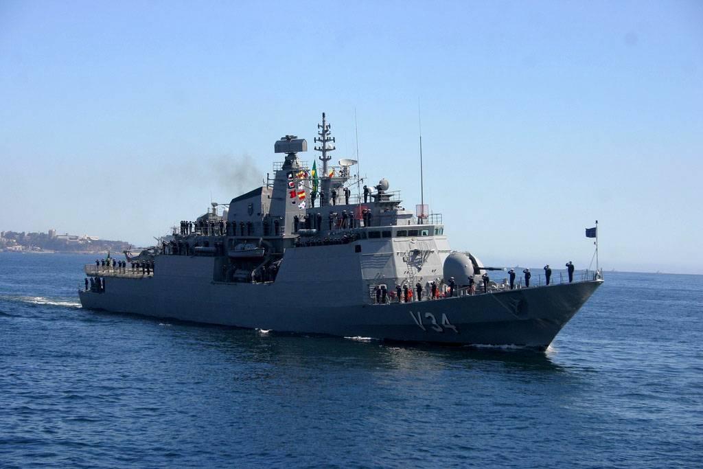 Imigrantes: navio brasileiro resgata 220 náufragos no Mediterrâneo http://t.co/vOJUFWMXxx