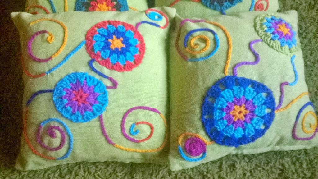 Cojines Con Aplicaciones.Patricia Mera On Twitter Cojines Aplicaciones Crochet Y Bordados