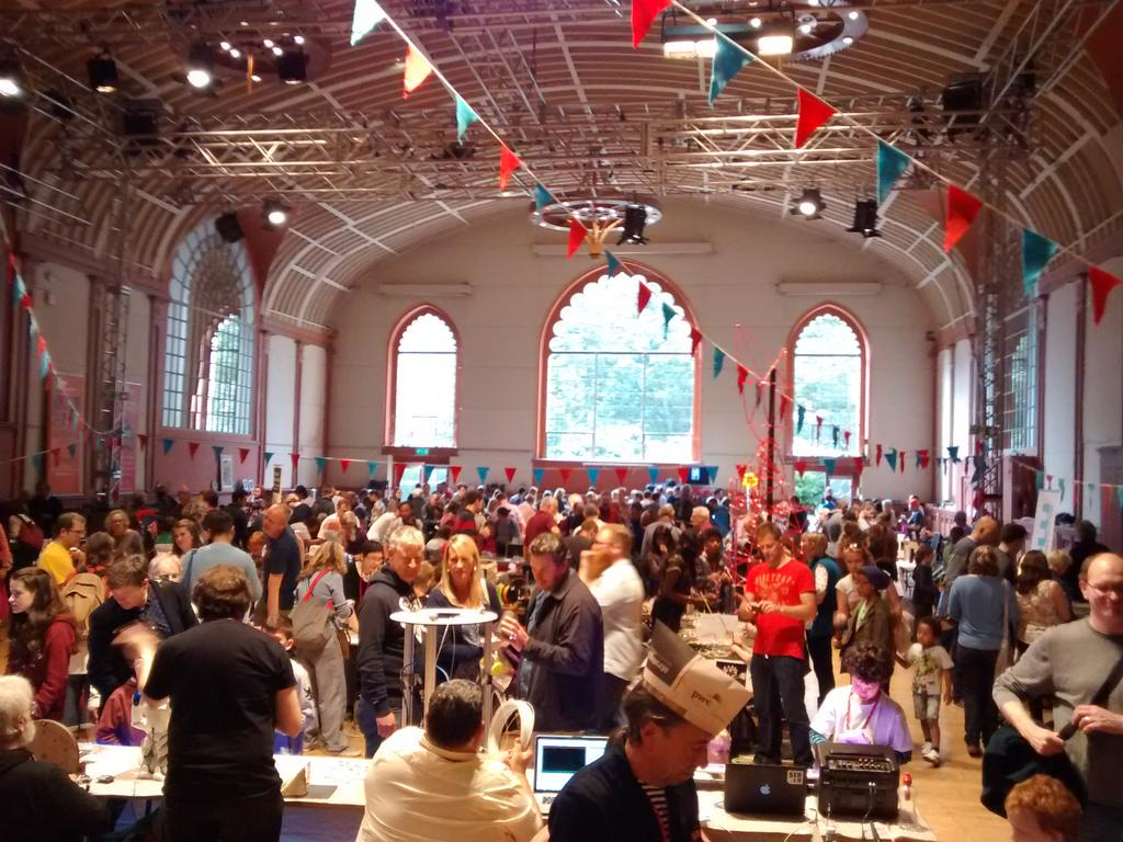 Brighton Mini Maker Fair: some good stands, and enthusiastic makers showing their projects. #BMMF http://t.co/NnAAVp8ML4