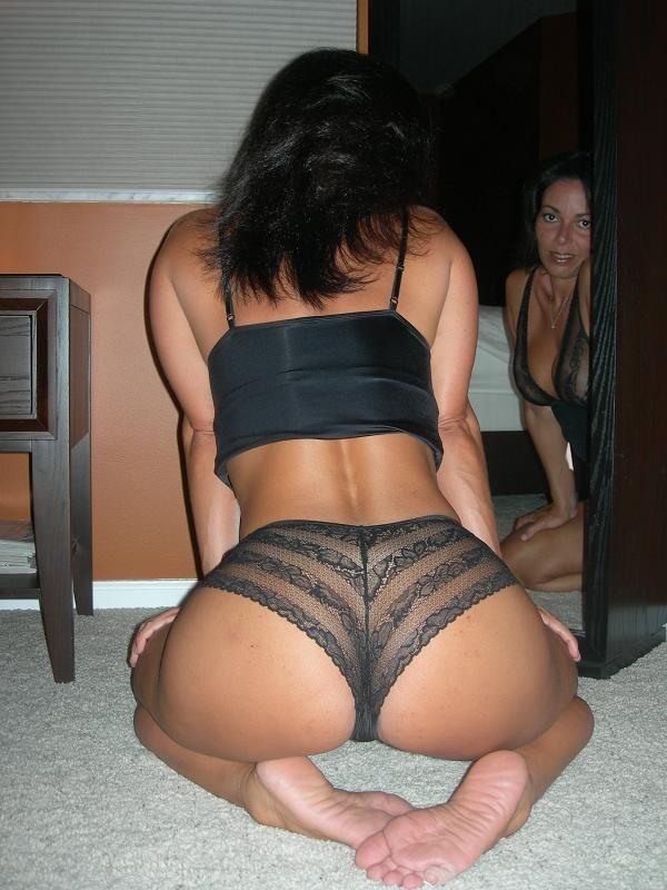 Ebony masturbating porn pics
