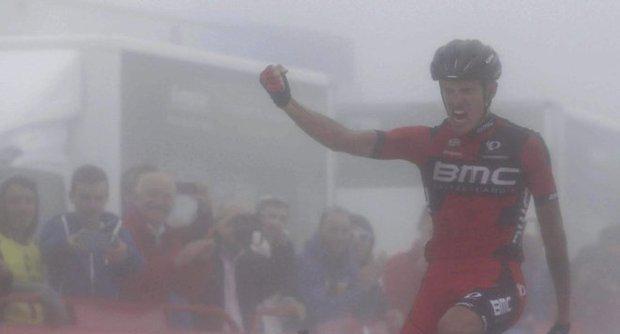 Spagna: la Vuelta si tinge tricolore tra la nebbia