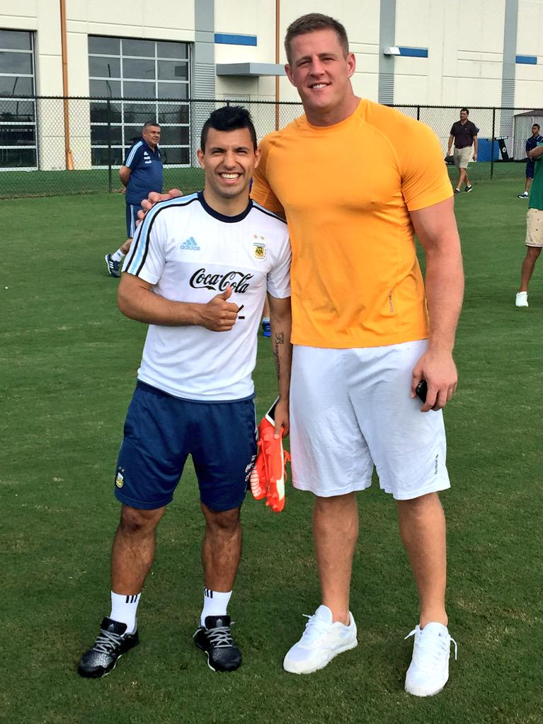 ¿Cuánto mide Sergio Kun Agüero? - Real height COKHc8KUwAEeQGz