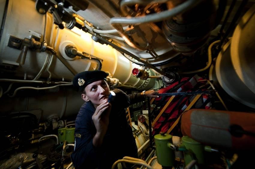 Ara San Juan, el ahora olvidado submarino Argentino desaparecido con 44 tripulantes a bordo COKnk1AWgAALZ0Y