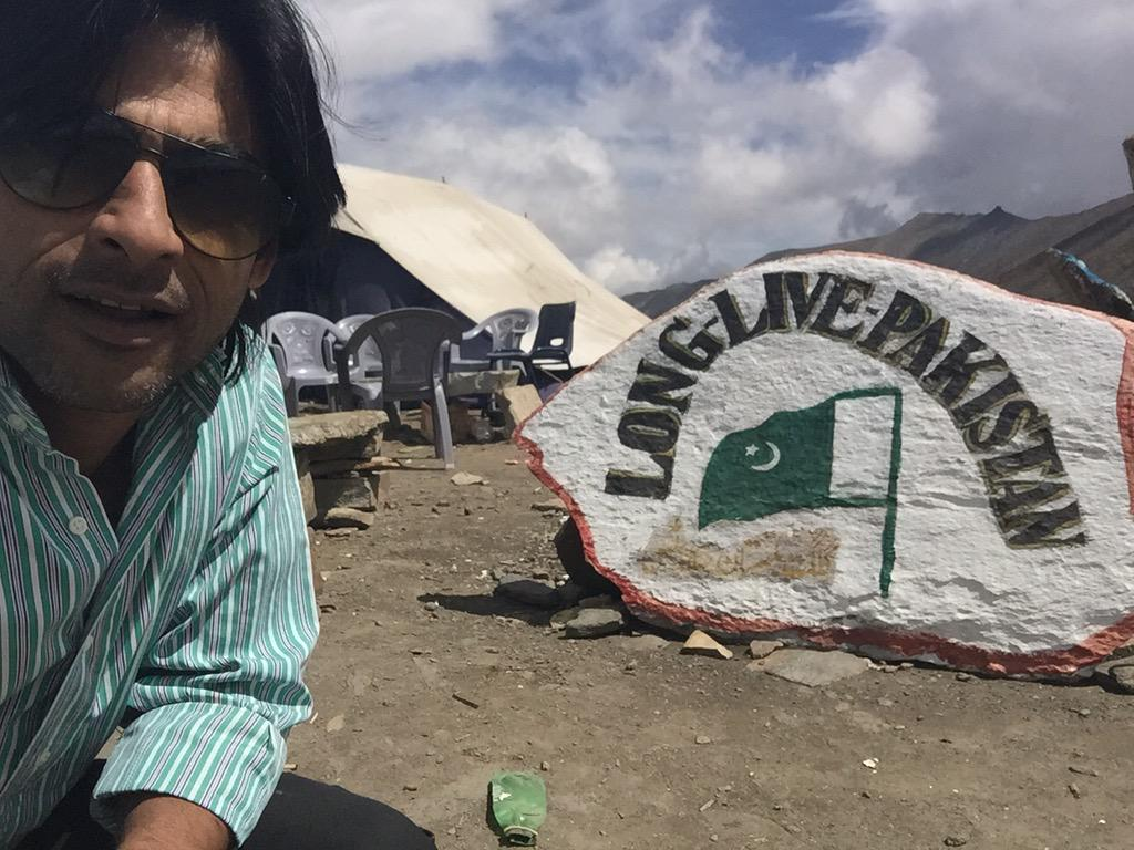 Happy #50YearsOfDefence from the babusar Pass top!#6SepWhenWeFoughtLikeTigers and will fight again for #Pakistan http://t.co/s8TNgSmsId