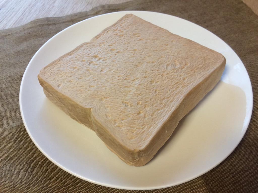 木彫りのトースト(4枚切り)、彫れたよ! pic.twitter.com/OQHzoAC7t3