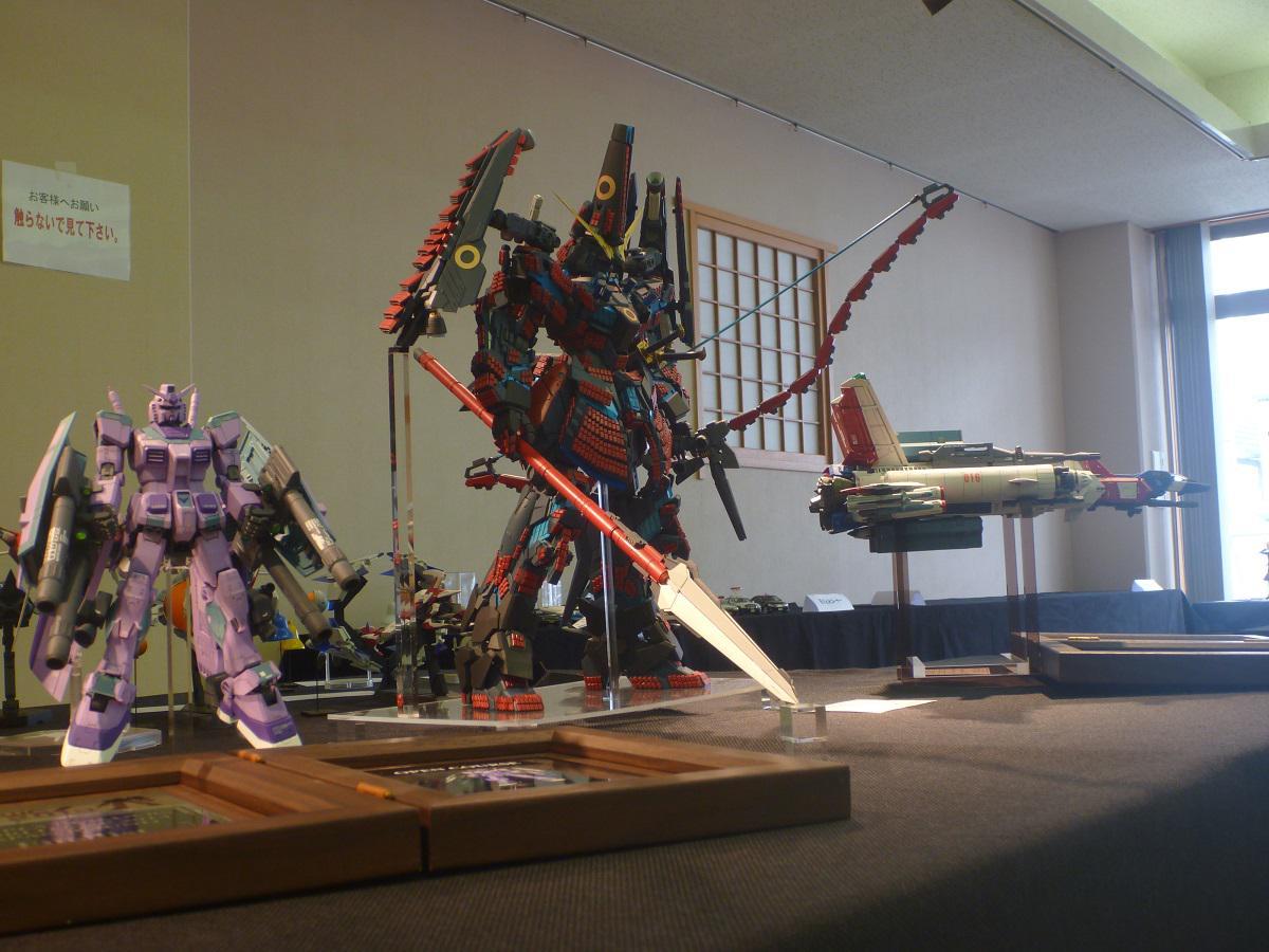 くまもと工芸会館でのお披露目も終わったので、「加藤清正専用ユニコーンガンダム」全身を載っけます。ご来場いただいた方、ありがとうございました。#GBWC pic.twitter.com/TIBWMneZnZ