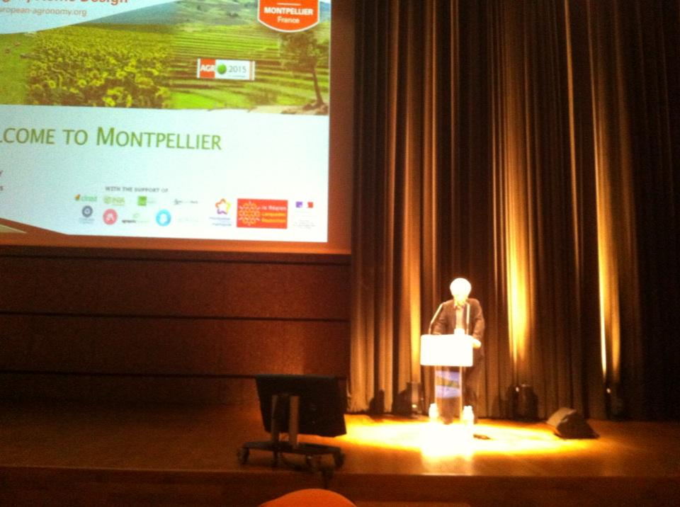 Systèmes agricoles:B.Hubert président d'@agropolisorg ouvre @Agro2015 à #Montpellier  @Cirad  @Inra_France http://t.co/n6xgIqBuSi