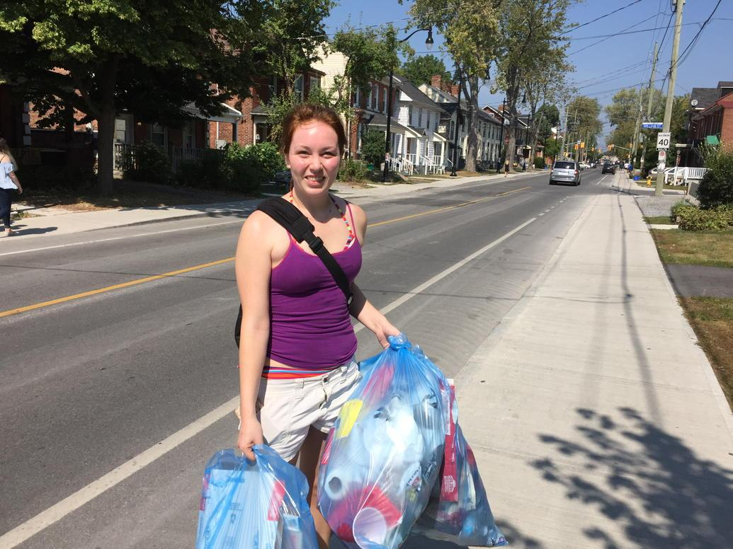 This is Taylor. Queen's student, voluntarily cleaning up mess on Univ Ave which she did nothing to create. http://t.co/IHPXSzqJ4e