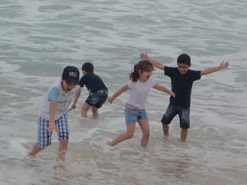 Crianças refugiadas sírias brincando na praia do Leblon http://t.co/Ohr0vwVth2 via @FelipeUFO