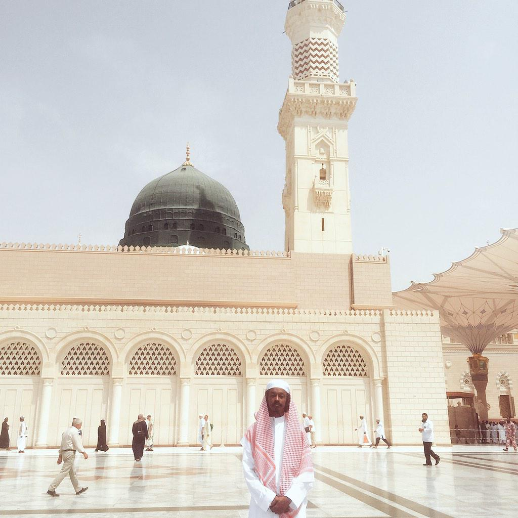 At the prophet's (pbuh) mosque in Medina with my mother & sister is a childhood dream come true. Jazakallah @CdaDawah http://t.co/aRjAN7arrU