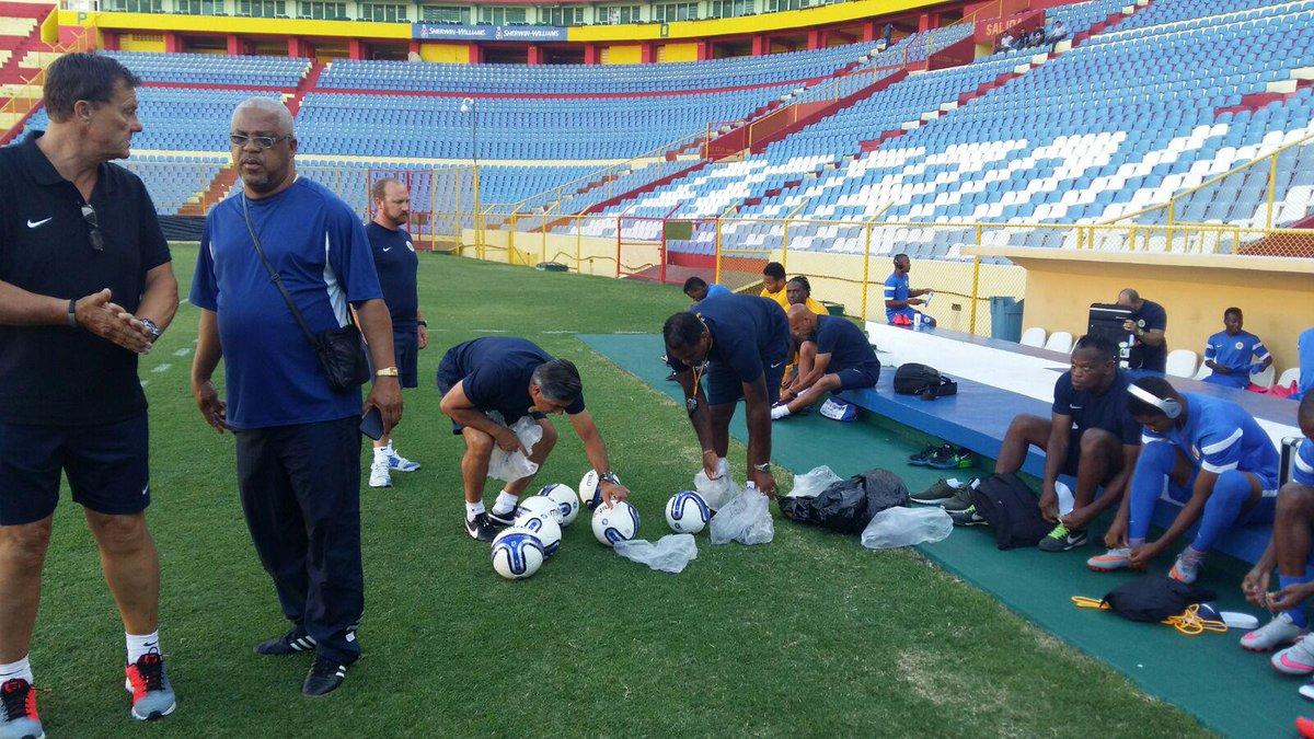 Eliminatorias Copa Mundo Rusia 2018: 8 de septiembre del 2015 - El Salvador vs Curazao. COVlF-8UcAEKXSC