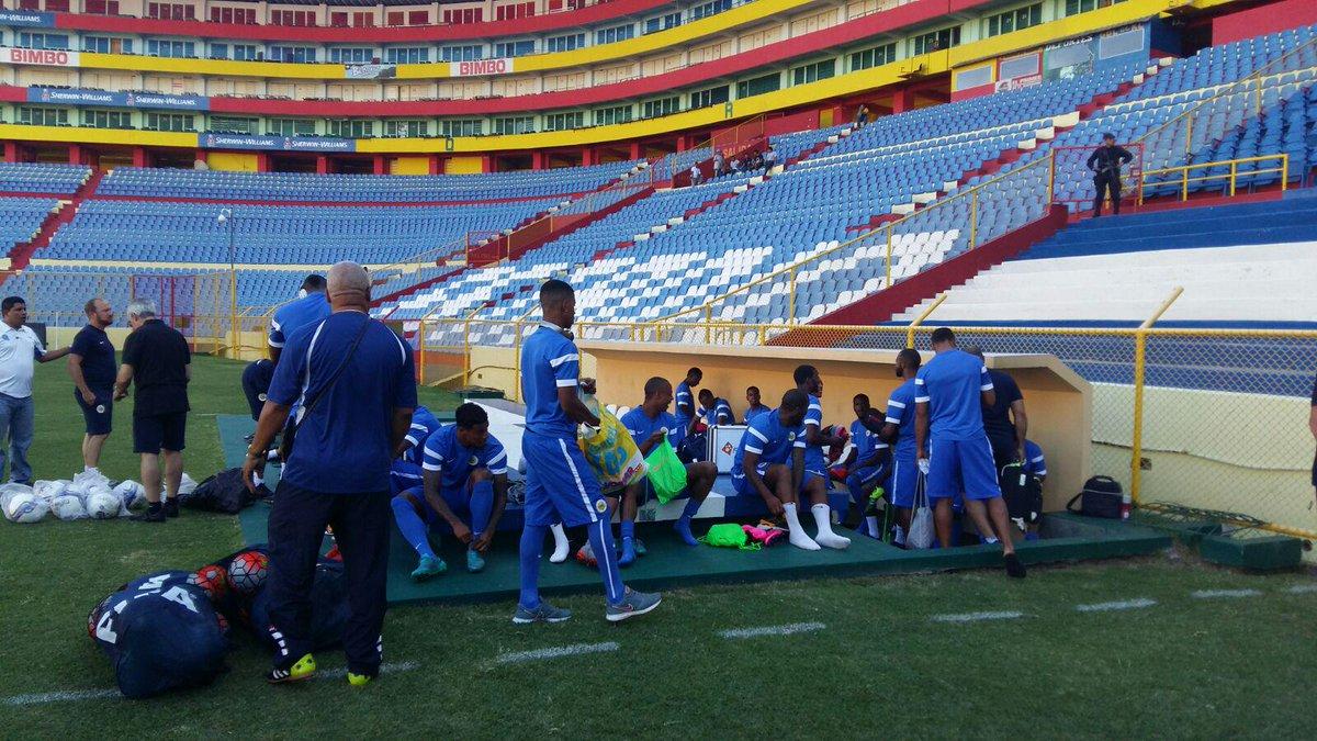 Eliminatorias Copa Mundo Rusia 2018: 8 de septiembre del 2015 - El Salvador vs Curazao. COVlF-wUcAA28Jt