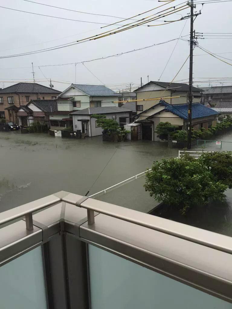 三時現在の浜松の様子です朝より水が増えてますたすけて pic.twitter.com/GNWbs5pL0X