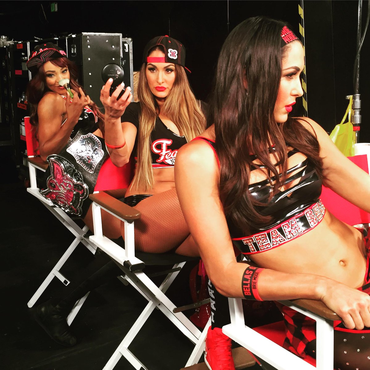 ....the clock is ticking... #TeamBELLA #Raw http://t.co/hSITGdzAA6