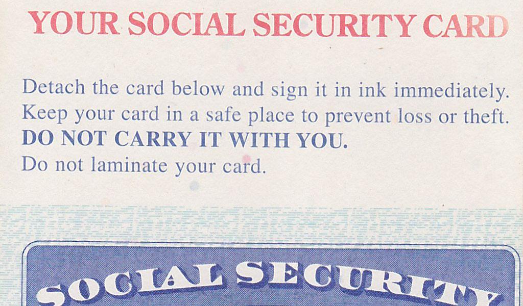 アスホール財務相「マイナンバーカードを持ち歩け」 米政府「社会保障番号カードは絶対に持ち歩くな」