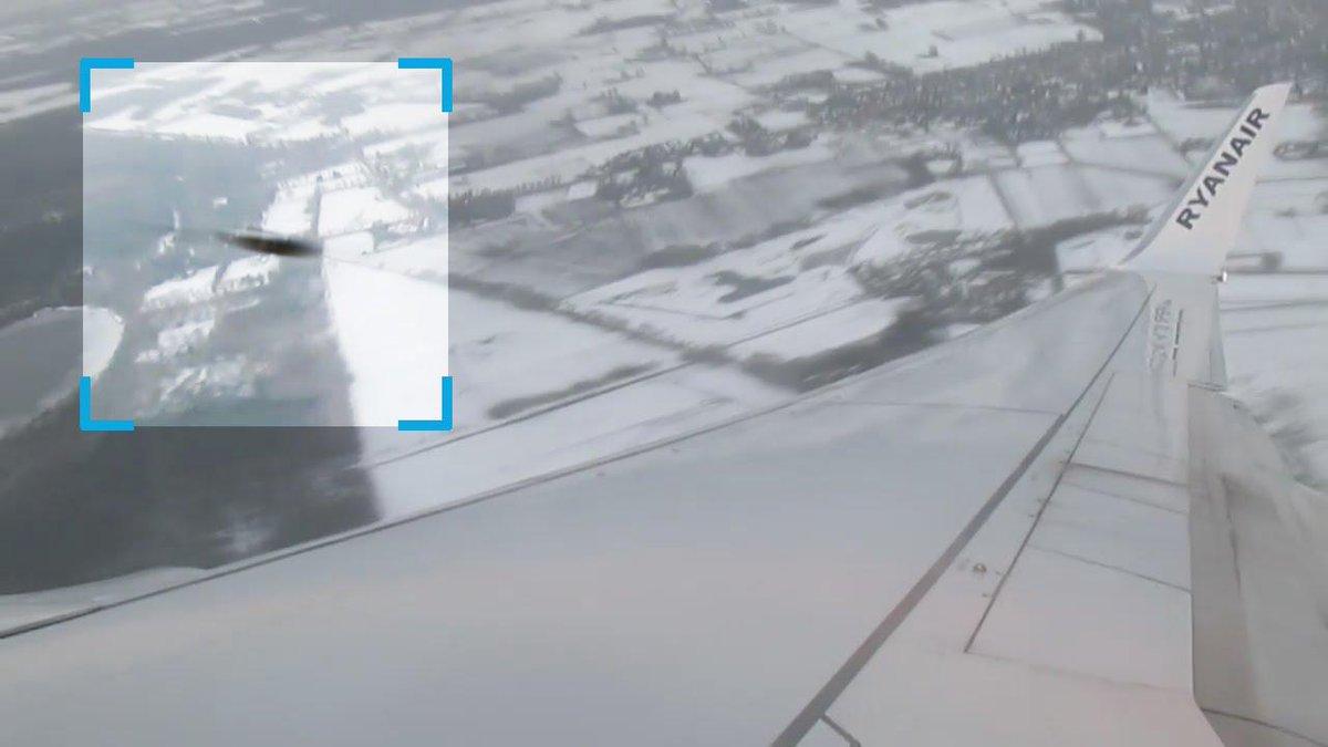 L'UFO Ovni che ha schivato un aereo RyanAir in volo.