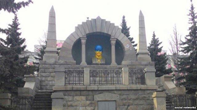 В Челябинске Ленина вновь раскрасили в цвета украинского флага - Цензор.НЕТ 9942