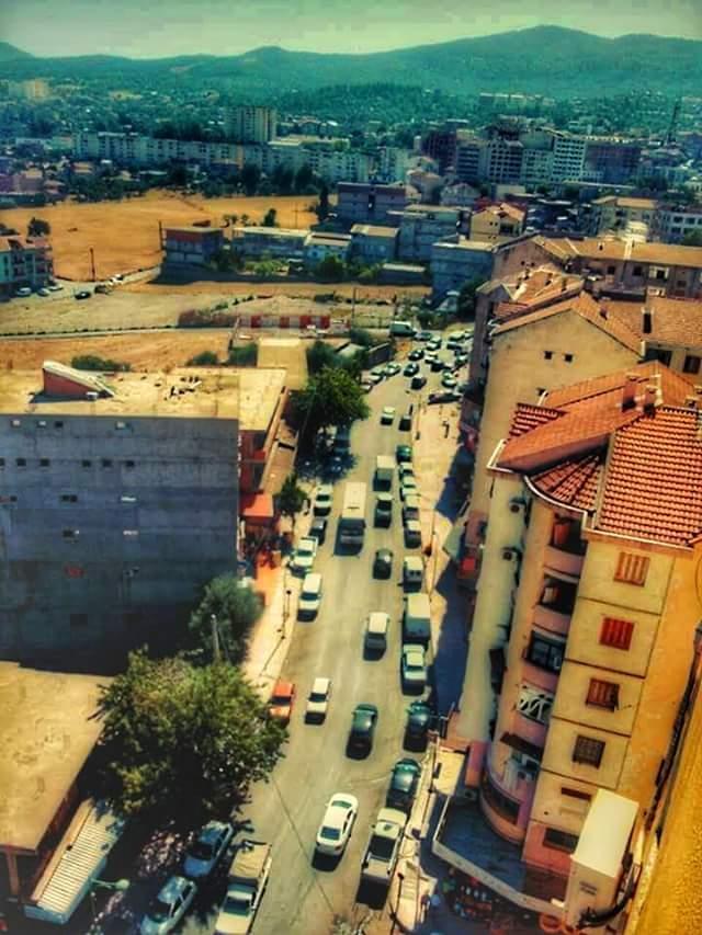 Just famous #Algérie #kabylie #Azazga #TIZI_BOUCHENE  AADL<br>http://pic.twitter.com/LfWO003qnq