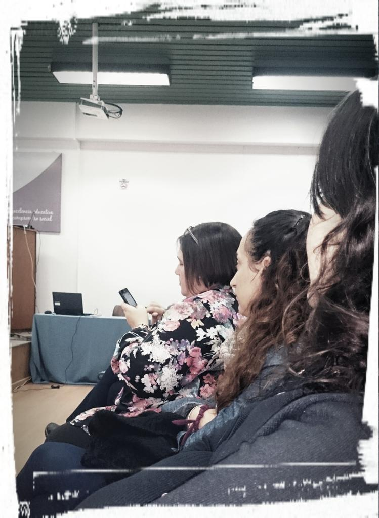 Parte del plantel femenino educador del equipo EaD, oyendo a @nelsonpretto @mmercedesmar @Anita_ines23 Jdas. #EaDUNLP http://t.co/QWJA9lMALq