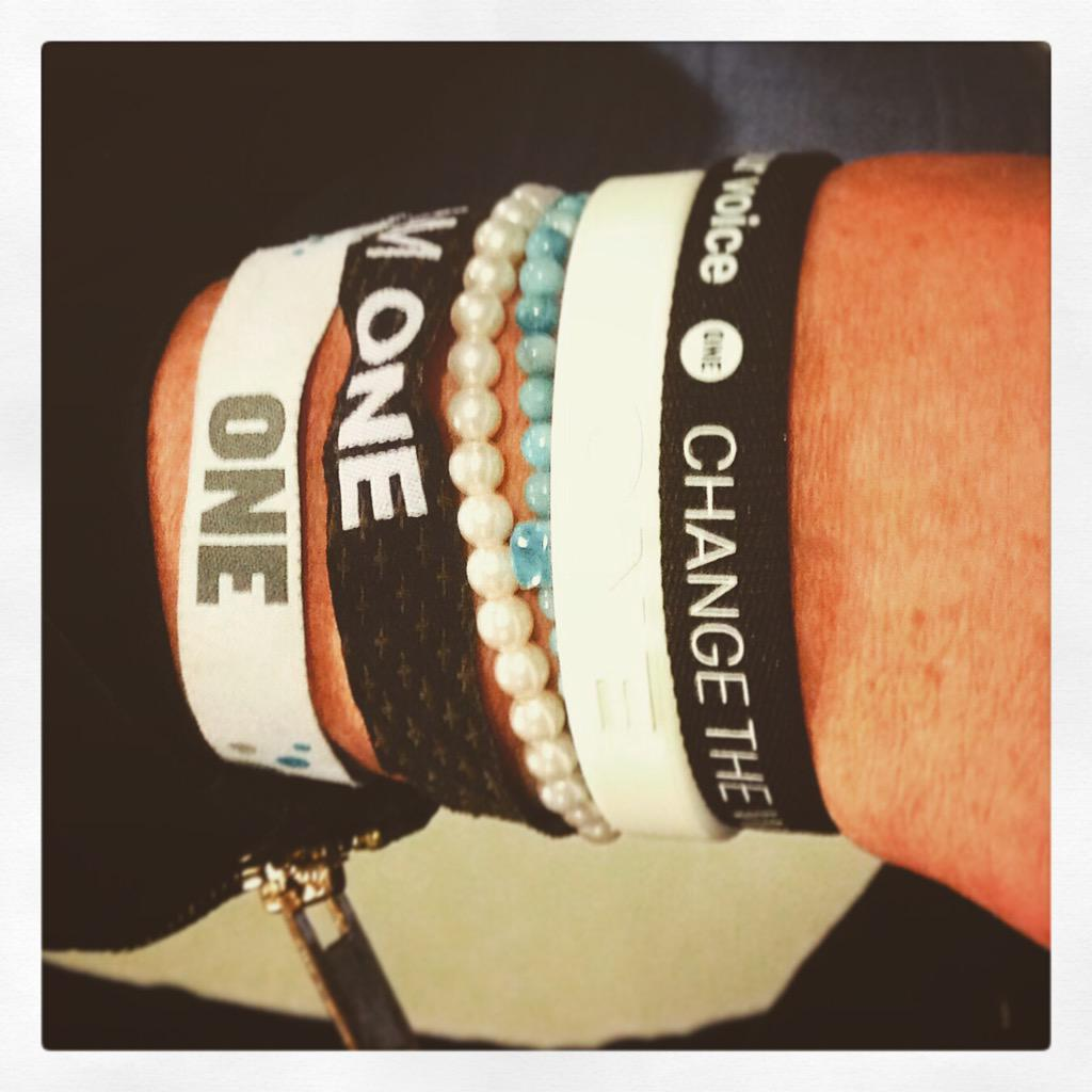 ONE Campaign wristbands. (photo: @sairaomallie/Twitter)